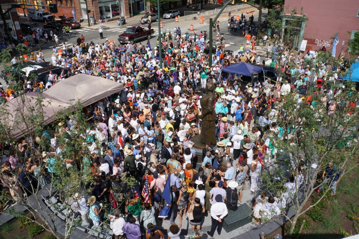 The community celebration at the unveiling of the Maggie L. Walker monument in Richmond. Photo by Shannon Castleman, Oakwood Arts.